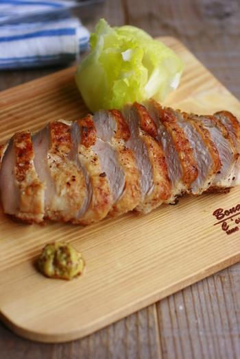 ◆簡単!鶏ムネ肉のマヨソテー◆  マヨネーズでソテーする、ただそれだけ!マヨネーズの効果でパサつきもなく、コクのある味わいに。