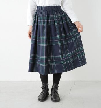 冬だからこそ、あたたかい生地のスカートでオシャレしませんか?お気に入りのスカートで、うんとおしゃれに。ふうわり風をはらむスカートが、幻想的で素敵なんです。