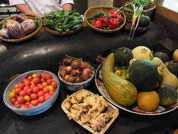 「わっぱ堂」で頂けるのは、店前に広がる自家農園で育てた有機野菜や、大原産の食材を用いた滋味溢れる料理です。