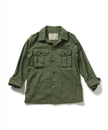 ミリタリーシャツはどんな着回しにもピッタリ。 様々なコーディネイトに幅広く活用できますよ♪
