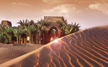 砂漠のリゾート、バブ アル シャムズ デザート リゾート アンド スパ(Bab Al Shams Desert Resort and Spa)。