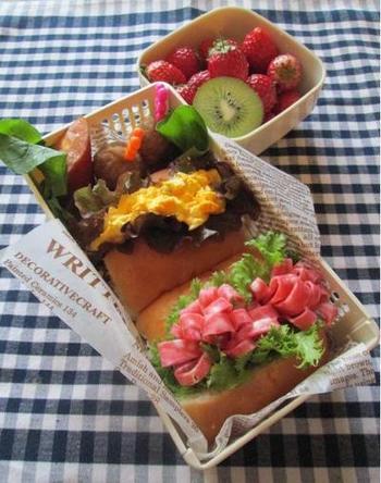 ホットドッグのように手を汚さずに食べることができるちぎりパンサンドイッチは、お弁当にもぴったり!いつものハムサンドも、ハムの切り方を工夫すればこんなに可愛く華やかに。