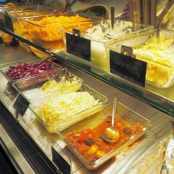 多摩の新鮮な野菜がたっぷり使われたデリをぜひ試してみてくださいね。