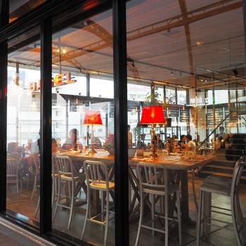 新開設・立川駅北改札から出て目の前のところにオープンしたのが「ステーション カフェ バーゼル」。ガラス張りのおしゃれなバーゼルは八王子と日野に密着したカフェで、立川ではこのお店が初出店になります。