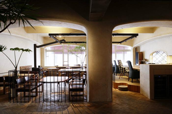 「椿サロン」の札幌本店は、桑園にある人気のカフェ。 店内は、「アトリエテンマ」の長谷川演氏によってプロデュースされた、こだわりのお洒落な空間が広がっています。 上質なインテリアや食器によって演出される、ゆったりとした時間の流れを感じることができそう。