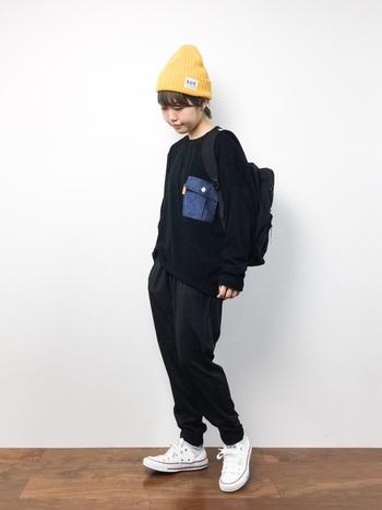 パンツ&スニーカー+ニット帽でボーイッシュに♪