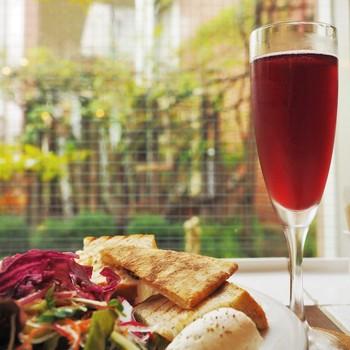 旬の食材や特選食材の入荷に合わせて、随時メニューが変わりますので、その時その時の上質なイタリアンを楽しめます。