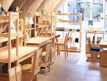 直営店が東京・静岡・長野にある他、全国に10店舗お取り扱いショップがあるので、お近くの方は是非訪れて、実際に触れてみてくださいね。