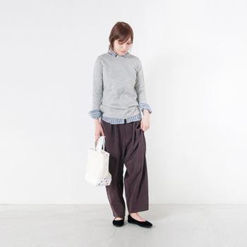 R&D.M.Co-(オールドマンズテーラー)のスタンダードアイテムでもあるリネンシャツ。寒い時期のインナーシャツとして、ベストやセーターにインして着ることがオススメです。品の良いストライプは差し色としても素敵ですよ。