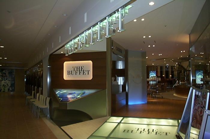JR札幌駅すぐ、大丸の8階にある「ザ・ブッフェ 大丸札幌」。ダイナミックな吹き抜けがある大型ブッフェは、和食・中華・イタリアン・コンチネンタルそして充実したデザートとさまざまな味を楽しむことができます。