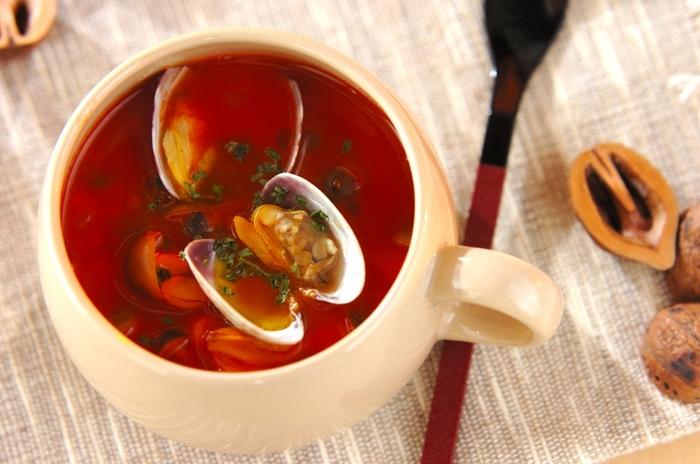 ベーコンが入っているミネストローネはよく見かけますが、アサリを入れるレシピもあります。魚介スープが好きな人は試してみてくださいね。