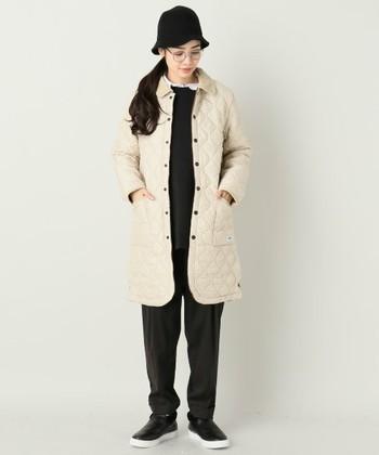 「アーメン(ARMEN)」のキルティングジャケットも有名ですね。明るいカラーでもすっきりシルエットで着太りすることなく、冬のコーディネートを華やかにしてくれます。