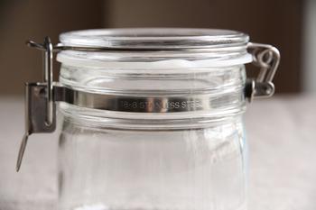 セラーメイトはパッキンの取り替え可能です。金具類はすべてステンレス製なので、劣化しにくく長く愛用できます。すべてのパーツを分解して水洗いすることもできます。雑菌が入ると果実酒が台無しになってしまいますから、清潔に保てる容器選びは重要です。