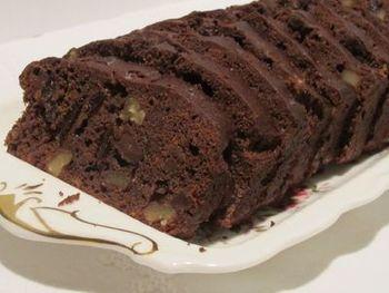 『チョコレートとチェリーのフルーツケーキ』  チェリー酒で使用したチェリーをケーキに。焼き菓子にすることで、お酒も飛んで食べやすくなるんだとか。