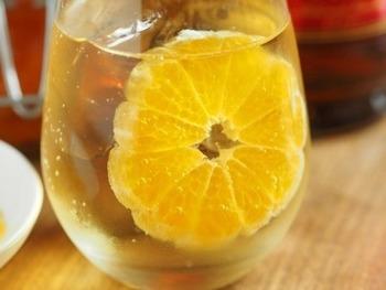 こちらはみかんを使った果実酒。さわやかな酸味が楽しめますね