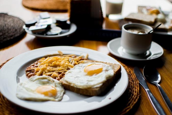 休みの日の朝は、ついつい寝すぎてしまいがち。でも、ちょっと早起きしてゆっくり朝食を取れば、きっと充実した一日が過ごせます。