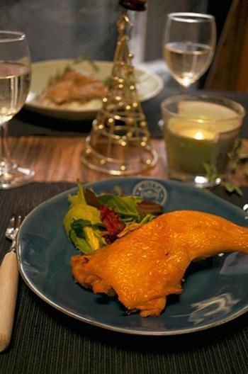 とはいっても、ターキーの丸焼きを手に入れるのも、手に入れたとしてもなかなか調理するのも日本のキッチンでは難しいですね。その場合は、このように切り身、もしくは鶏肉で代用して気分を楽しんでみるのもいいかもしれません。