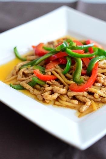 中華の味付けで、大豆ミート特有の風味も気にならないかも。細切りの歯ごたえも楽しみたい一品です。