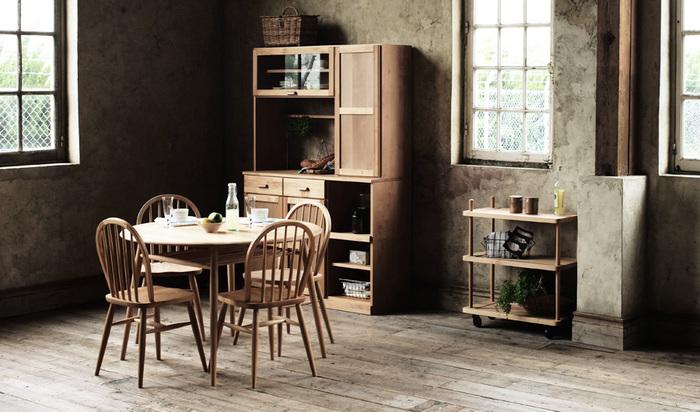 こんな丸テーブルを選べば、カフェに来たかのような空間に。家族の顔をみながら、ゆったりと過ごせそうです。