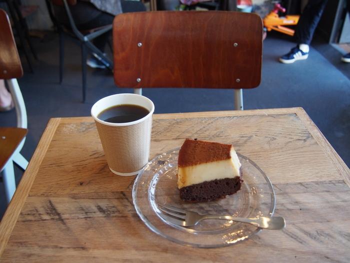 おすすめは「中津さんのブラジルプヂン」。プリンとココアのスポンジの二層になっている、まるでケーキのような可愛らしいデザートです。コーヒーとよく合うまろやかな甘さが魅力的。売り切れてしまうこともしばしばある人気メニューです。