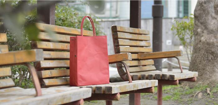 長く学生カバンをつくり続けてきた堅実で確かな技術力と、遊び心あるユニークなデザインのバランス感が絶妙な「丸ヨ片野製鞄所」のかばんたち。使えば使うほど愛着がわき、その良さを実感できそうです。