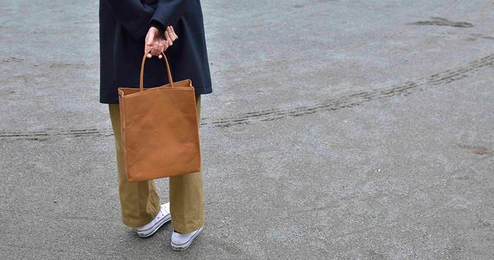 使えば使うほど味わいが増し、愛着がわいてくる「丸ヨ片野製鞄所」のかばんたち。魅力的なアイテムの数々をご紹介します。