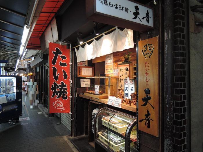 たいかし天音はあんこたっぷりの羽根付きたい焼きが人気のお店。対面式のちいさなお店です。