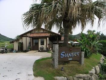 """二見ヶ浦の目の前、夕暮れ時にはきれいな夕日が見られる人気のカフェ「SUNSET」。海を眺めながら、""""地産地消""""をテーマとした美味しいお食事をいただけます♪"""