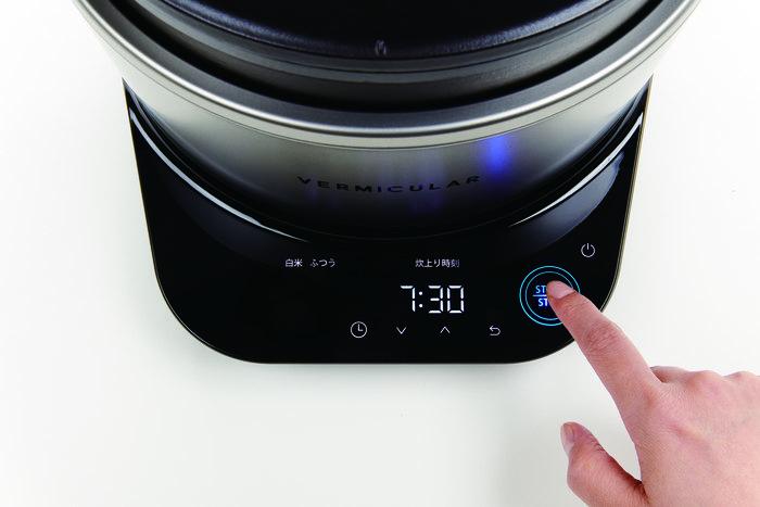 ボタンが光って案内してくれるので、炊き上がりタイマーの設定もスムーズにできます。