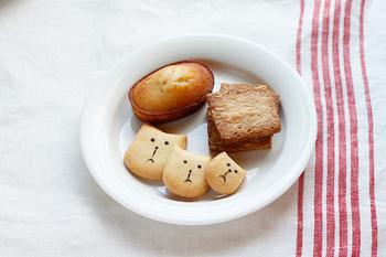 キャリコは京都にある小さな焼き菓子の工房。実店舗はなく、ネットを中心に焼き菓子を販売しています。フランス菓子を基本とした、粉の味そのものを生かした素朴な焼き菓子達は、ザックリとした食感と、手づくり感を感じる事の出来る整い過ぎない味わいが魅力的。素朴で優しい味わいに、お菓子本来の美味しさに気づかされます。