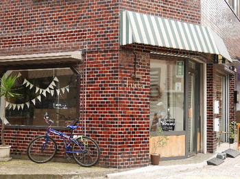 キュイソン ルカは2013年2月に東急目黒線西小山にオープンした焼き菓子専門店。 こちらのお店では、長く保存されがちな焼き菓子の賞味期限を「8日間」としているため、焼き立てと変わらない風味豊かなお菓子がいただけます!