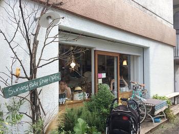 「Sunday Bake Shop」その名の通り、日曜日だけ開いている「日曜日のおかし屋さん」です。地元では有名で、焼き立てのスコーンを買いに朝から列を作ることも。