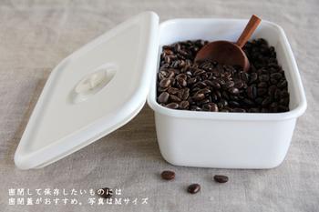 密閉蓋を使えば、コーヒー豆の保存にちょうどいい♪角型で冷蔵庫にすっきり収まるところがいいですね。