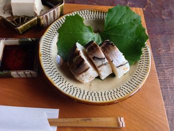 糸島の隠れ家的なカフェ・ギャラリー「陶翠苑」。名物の「炙り鯖鮨」はとろける美味しさです!