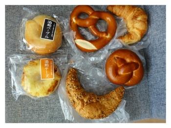 糸島の酒蔵、杉能舎のパン屋さん。大吟醸酒を絞った後の酒粕を練りこんだ酒粕ベーグルや、ビールの生酵母を使った地ビールパンなど、酒蔵ならではの珍しいパンに出逢えます。