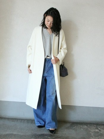 今年のコートのトレンドはロング丈。街中では、ロングコートを着たファッションの女性を多く見かけます。 ロングコートと呼ぶのは、一般的に膝下からくるぶし辺りの丈のものを指すそうです。