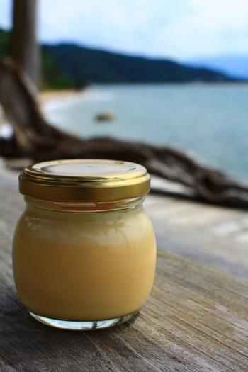 またいちの塩をかけて食べるプリンや、ポテトチップスなども販売されています。お天気の良い日はとっても気持ちの良い場所なので、海を眺めながらおやつタイムに♪