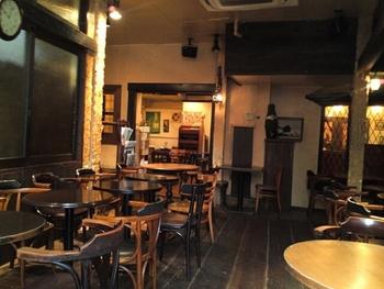 コーヒーやカプチーノなどのドリンク類もお安いのですが、ビールなどのアルコールも渋谷とは思えない低価格でいただけるので、バータイムでも覚えておきたいお店です。