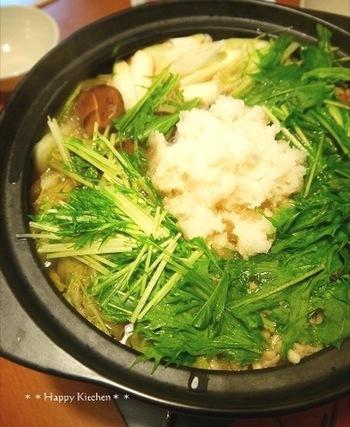 たっぷりの水菜とまっしろな大根おろしが目にも鮮やかに食欲をそそります。大根おろしと水菜は同じタイミングで入れるのがポイント。