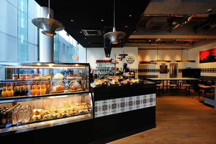 渋谷神南郵便局のすぐそばにあるガラス張りのお洒落なこちらのお店。ニューヨークから上陸したゴリラコーヒーはスタイリッシュな時間を過ごすことができるカフェです。