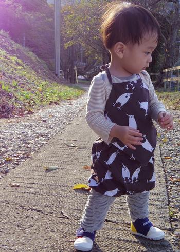 """こちらは手ぬぐいで作られた""""金太郎""""服。小さな子供だからこそ最高に可愛いのです。 オカメインコや大仏など、柄も新鮮で楽しい♪"""