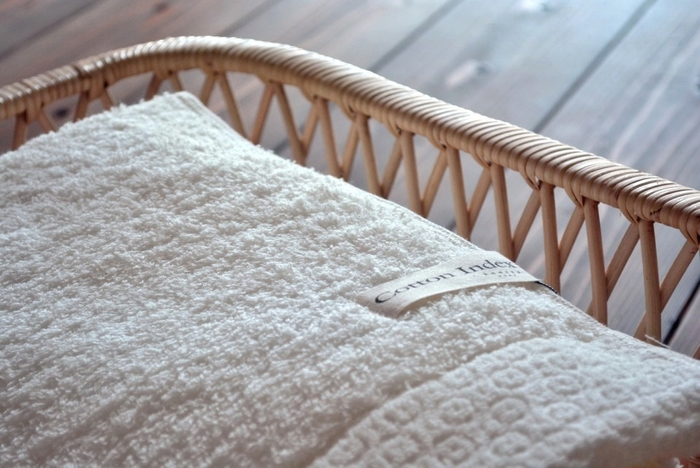 角型はバスタオルやひざ掛け、ブランケットなど四角く折りたたむ布地を入れるとおさまりが良く重宝しそう。