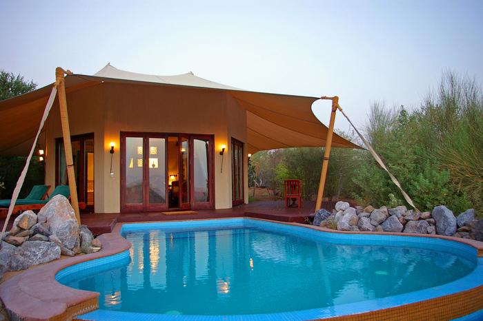 アル マハ ラグジュアリー コレクション デザート リゾート & スパ ドバイ(Al Maha, A Luxury Collection Desert Resort & Spa, Dubai)。大人の雰囲気満点の砂漠のリゾートホテルです。