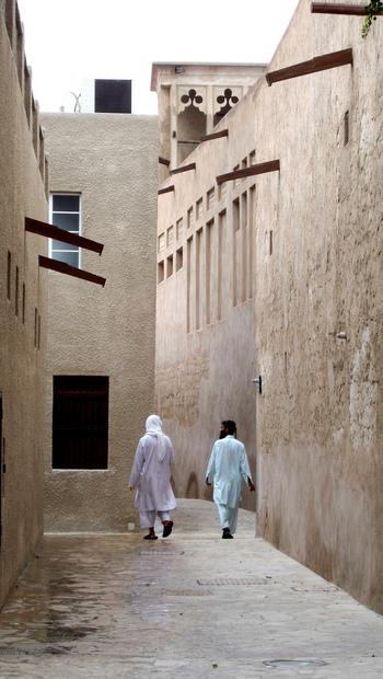 細い迷路のような路地裏を歩いていると、映画の中に出てくるような昔のアラブにタイムスリップしたような気分が味わえます。