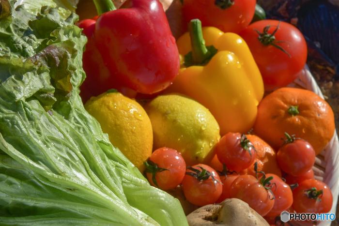 野菜や果物を使ったレシピは検索しきれないほどたくさんありますが、たまにはカラフルな野菜や果物をまるごと使用したレシピにチャレンジしてみませんか?