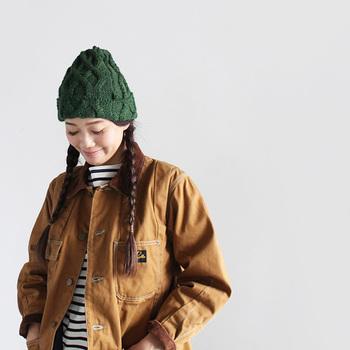 アウターをたくさん持っていなくても、帽子の種類を変えるだけでコーディネートの雰囲気はかなり変わります。カジュアル、シック、ガーリーなど、いろいろなタイプの帽子コーデを楽しんでみましょう!