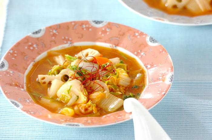 寒い時期に甘くておいしくなる白ネギ、同じく冬野菜の白菜に、キムチをプラス!体が温まると心もほっこり疲れもとれそうですね★