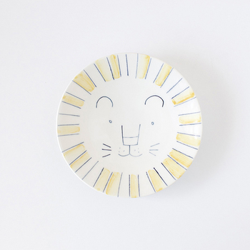 キュートなライオンのお顔が中央に大きく描かれています。盛りつけられたお料理をきれいに食べ終わると、ライオンさんがこちらを見つめているなんて、思わず微笑んでしまいそうです。
