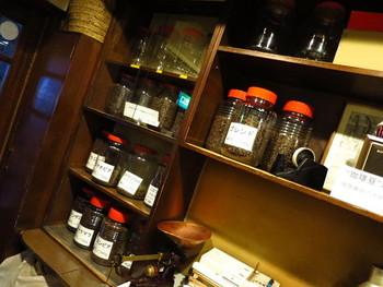 コーヒーひとすじでお店を続けているというコーヒー通の間では有名な喫茶店です。年代の違うオールドビーンズをいくつも取扱い、60年の間通い続けている常連さんもいるのだとか!