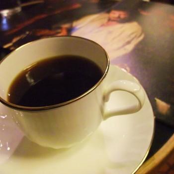 オールドビーンズとは、数年間寝かせて熟成させたコーヒー豆のこと。カフェ・ド・ランブルでは、10年以上寝かせた豆も取り扱っています。